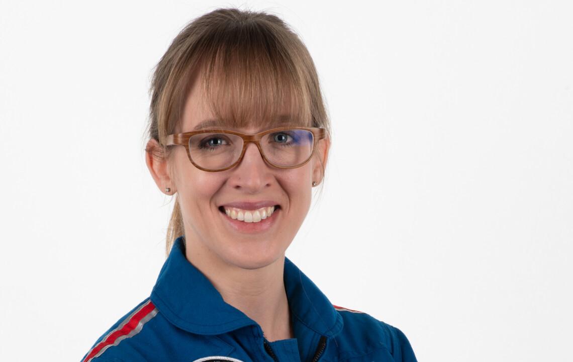 Astronautin Insa Thiele-Eich im Porträt: Beitragsbild Die erste deutsche Astronautin | moment by moment 04/2020 Trauma und Transformation