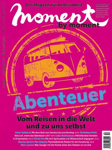 Cover der moment by moment Sommerausgabe 2021: Abenteuer. Vom Reisen in die Welt und zu uns selbst.