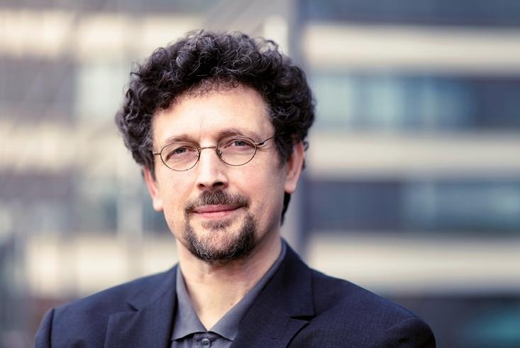 Porträtaufnahme von Ulrich Ott. Link führt zur Leseprobe vom Interview mit Ulrich Ott.