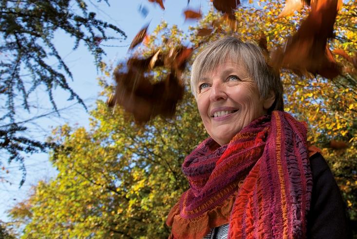 Porträtaufnahme von Helle Jensen. Link führt zur Leseprobe des Interviews mit Helle Jensen.